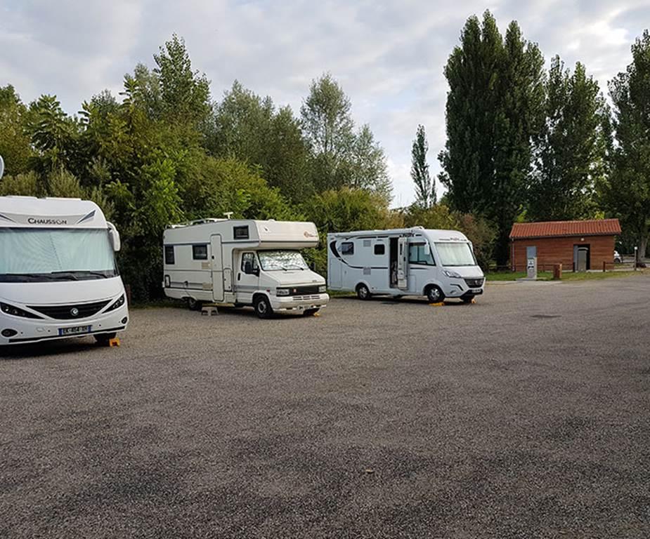 Aire de stationnement camping-car à la Base de Loisirs du Confluen