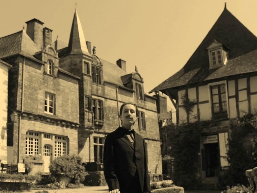 Visite théâtralisée Ah, la Belle époque (Crédit photo : Rochefort-en-terre tourisme )