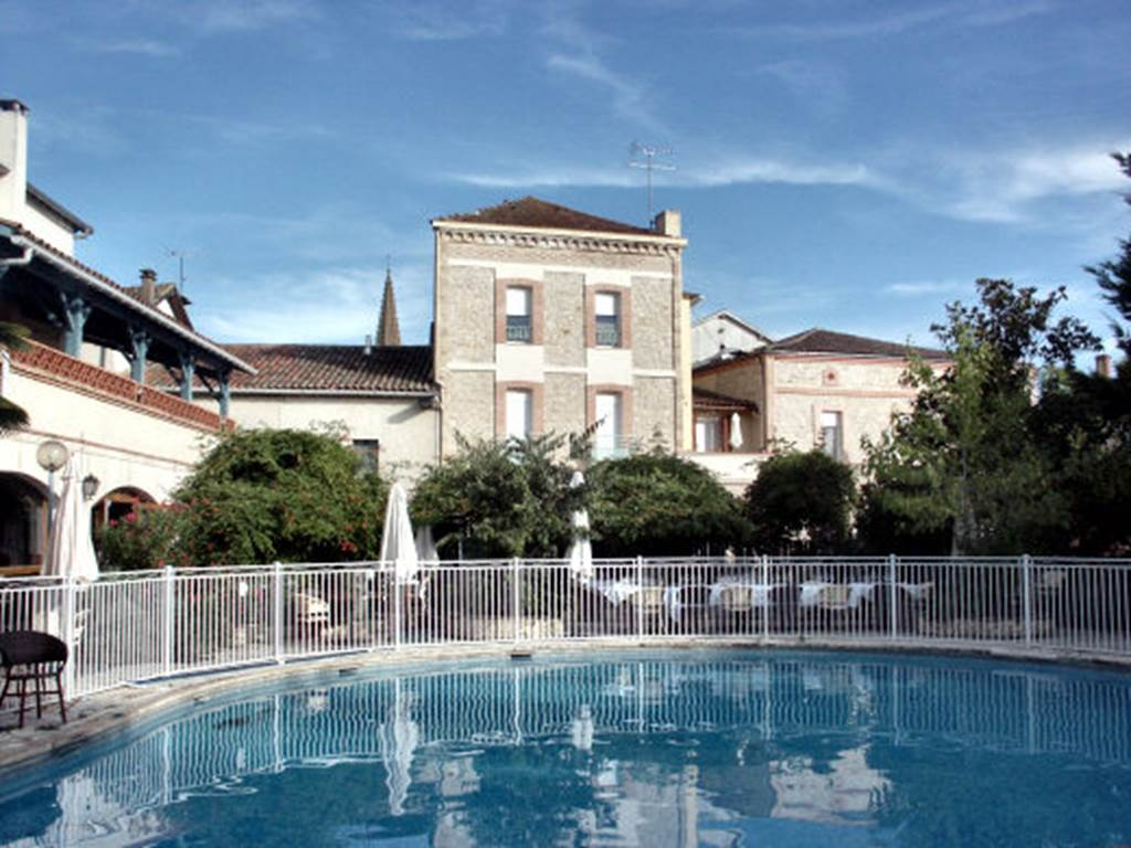 Hôtel Larroque - Caussade - Tourisme Tarn-et-Garonne