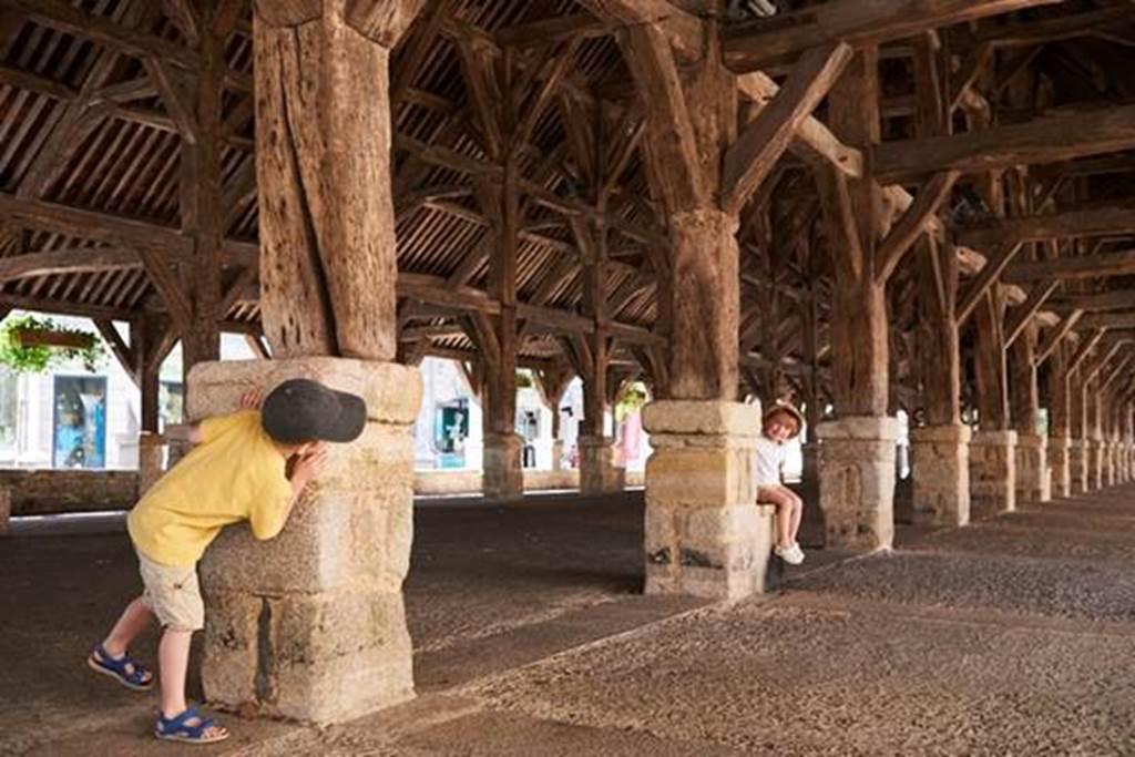 Visite guidée de Questembert - Les halles - Morbihan - Bretagne Sud (Crédit photo : R.BURBANT )