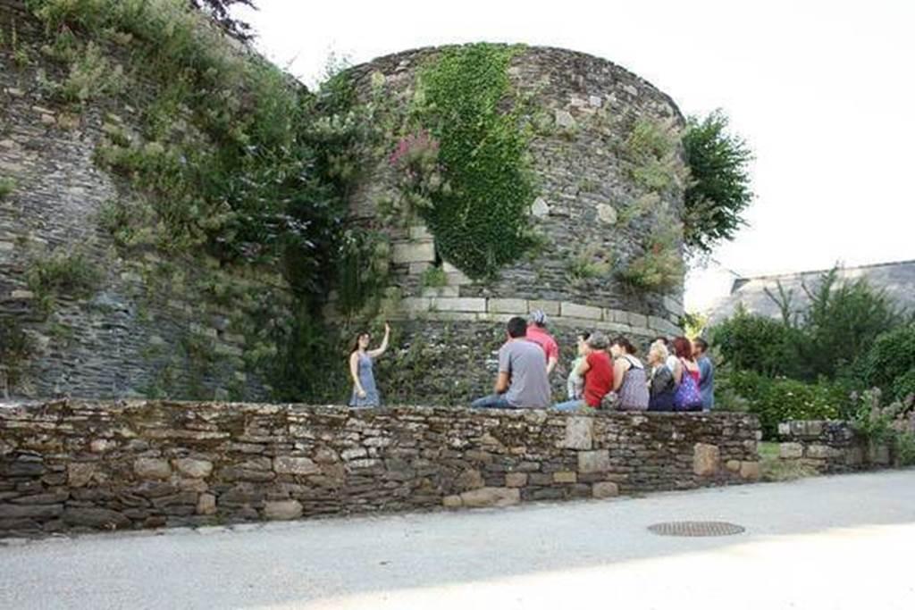 Visite guidée estivale de Rochefort-en-Terre - Morbihan Bretagne Sud (Crédit photo : Rochefort-en-Terre Tourisme )
