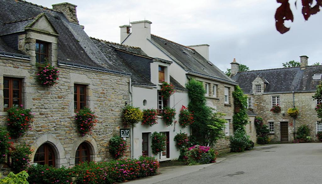 Place du Palais - La Vraie Croix