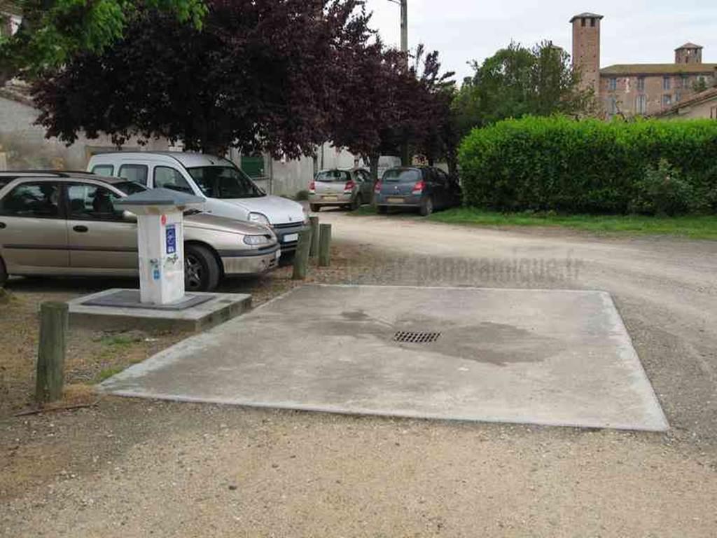 Aire de camping-cars à St-Nicolas de la Grave