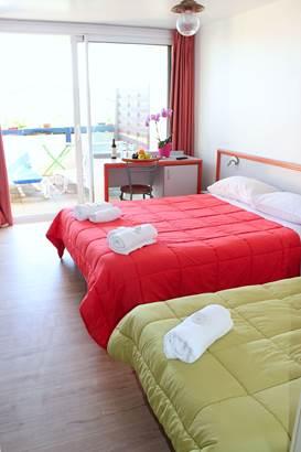 Chambre-4-Personnes-Hôtel-Oasis-Bretonne-Arzon-Presqu'île-de-Rhuys-Golfe-du-Morbihan-Bretagne sud © Vert Mer