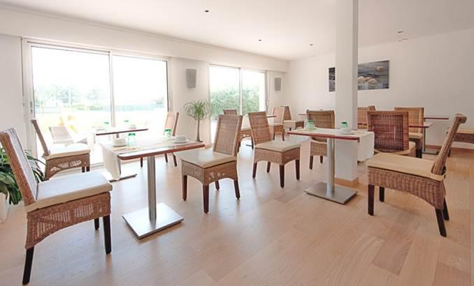 Salle-Petit-Déjeuner-Hôtel-Le-Crouesty-Arzon-Presqu'île-de-Rhuys-Golfe-du-Morbihan-Bretagne sud © Hôtel le Crouesty
