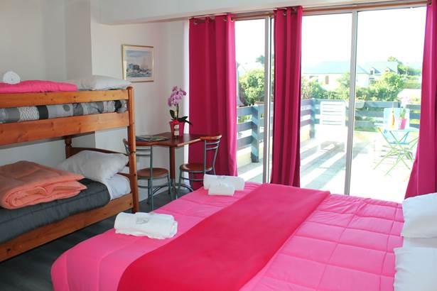 Chambre-Lits-Superposés-Ensoleillée-Hôtel-Oasis-Bretonne-Arzon-Presqu'île-de-Rhuys-Golfe-du-Morbihan-Bretagne sud © Vert Mer