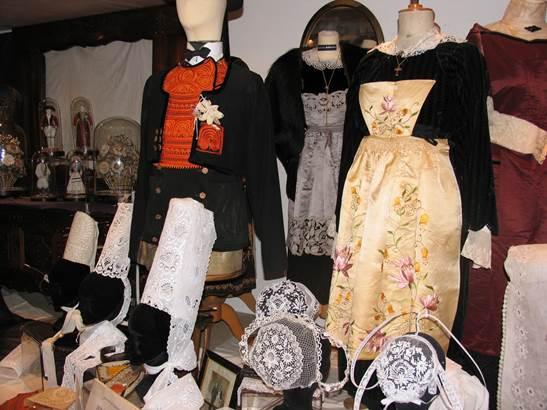 Costumes-Bretons-Musée-des-Arts-Métiers-et-Commerces-Saint-Gildas-de-Rhuys-Presqu'île-de-Rhuys-Golfe-du-Morbihan-Bretagne sud © Mr Craneguy