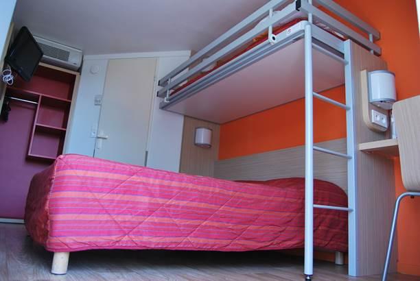 chambre  pour 3 personnes avec 1 lit superposé ©