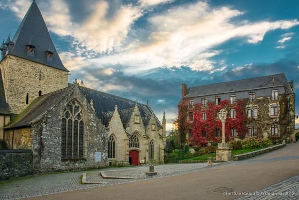 Eglise Rochefort-en-Terre - Morbihan Bretagne sud © Christian Baudu - Scopidrone