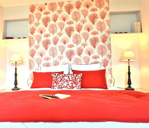 chambre-rouge-reves-de-mer-locmariaquer-morbihan-bretagne-sud © DK prod