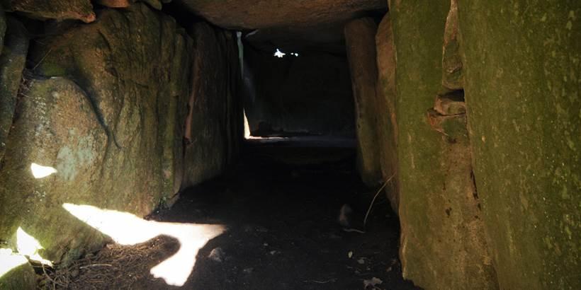 Tumulus du Mané Lud Locmariaquer - Morbihan Bretagne sud (3) © C. WACTAUSEN