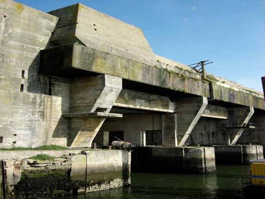 CDT du Morbihan © La base de sous-marins à Lorient