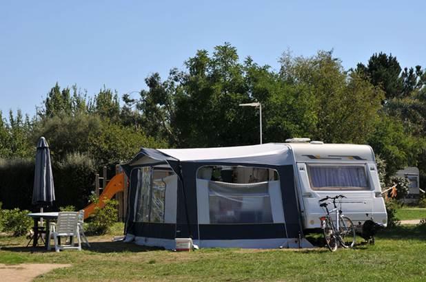 Emplacement nu pour tentes caravanes et camping-cars ©