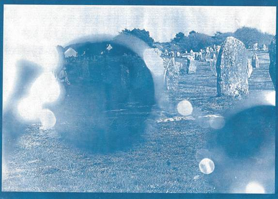 © exposition les pierres en bleu - Carnac - Morbihan Bretagne Sud