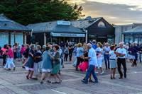 Initiation à la danse bretonne à Kerhillio