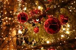 La calèche du Père Noël dans les rues d'Ax et à Ax 3 Domaines