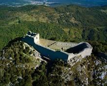 Châteaux cathares et bastides médiévales dans les Pyrénées ariégeoises