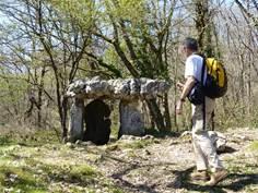 De la grotte au dolmen