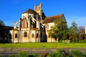 Le bourg de Montierneuf à Poitiers