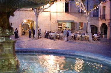 Terrasse sur la Place aux Herbes à Uzès