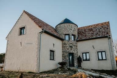 """Chambre d'hôtes """"Il Piccolo Castello"""" – SAINT HILAIRE DE BRETHMAS – location Gard"""