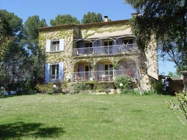 """Chambre d'hôtes """"La Terre des Lauriers"""" – REMOULINS – location Gard"""