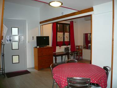 Studio rouge meublé