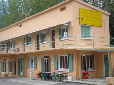 Hôtel LES QUATRE SAISONS Façade