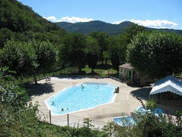 aire-naturelle-camping-clos-abbaye-cendras-piscine