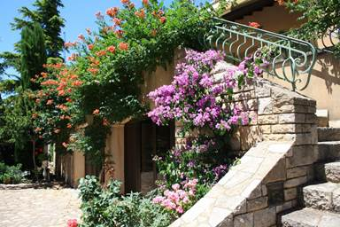 """Chambre d'hôtes """"Villa Thébaïde"""" – LAUDUN L'ARDOISE – location Gard"""
