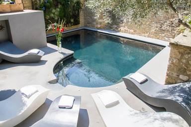 Le Castellas piscine
