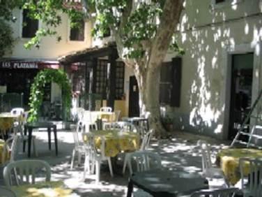 hôtel Les Platanes à Aramon