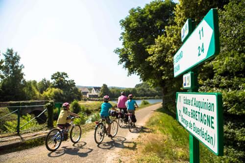 Vélo sur la voie verte © OT Pontivy Communauté