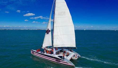 Navigation sur un maxi catamaran avec Au Gré du Vent