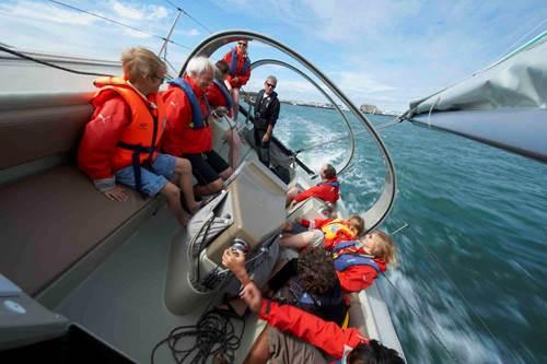 Embarquez sur un voilier avec la Cité de la voile