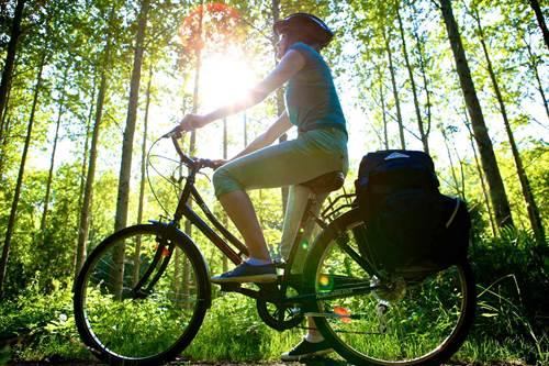 Les rives du Canal de Nantes à Brest : un incentive vélo agréable et convivial