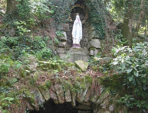 Chapelle et Grotte de Notre-Dame de Lourdes