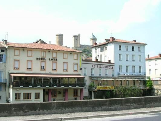 La façade et la Véranda en bord d'Ariège