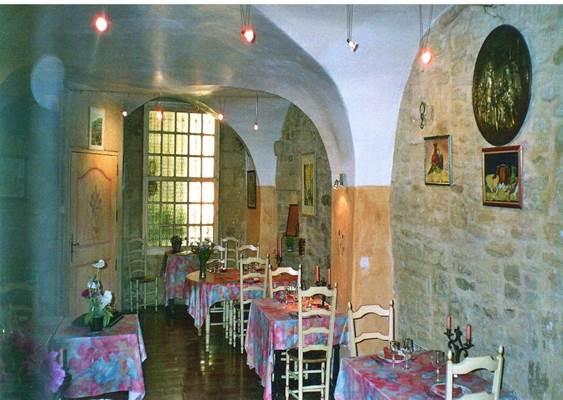 remoulins;gard;auberge;restaurant;les escaravats;auberge les escaravat
