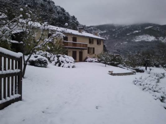 Maison 10 personnes sous la neige