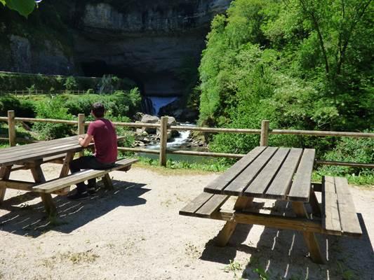 Aire de pique - Entrée nord de la Grotte