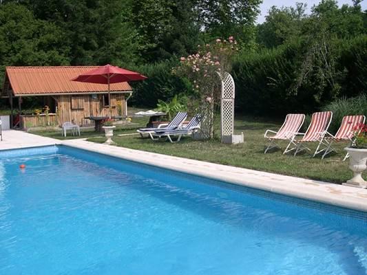 la piscine gîte Barguillère