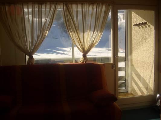 Salon avec vue extérieure