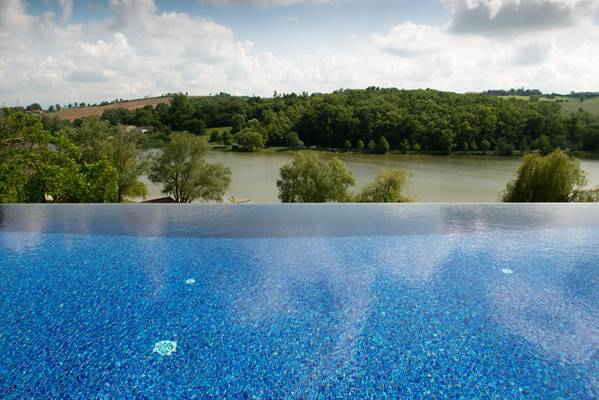 vue lac depuis la piscine