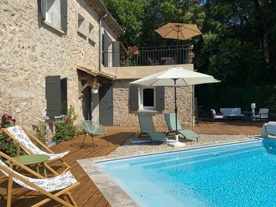 accès terrasse piscine