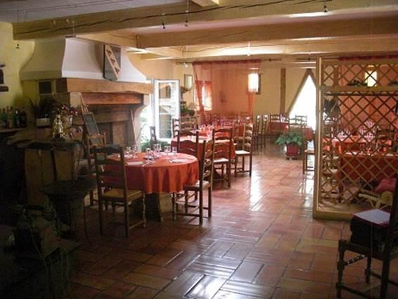 Les Trois Perdrix - VEZENOBRES - salle de restaurant