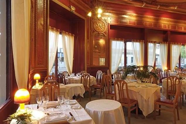 Hôtel LE RICHE Salle à manger 2