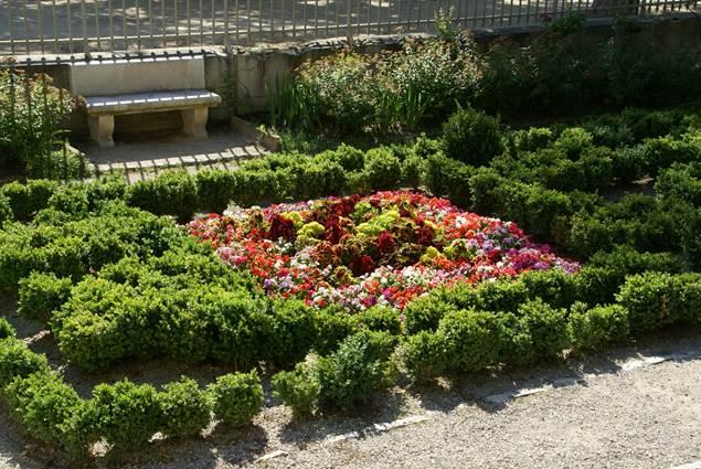 Jardins de la Fontaine - Parterre Temple de Diane