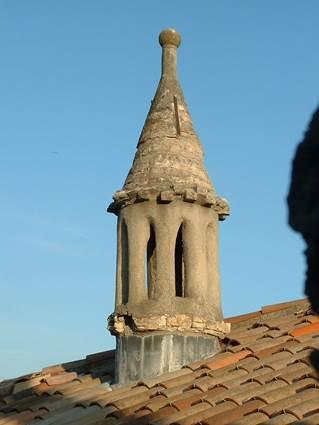 Visite guidée de Vézénobres cheminée sarrasine