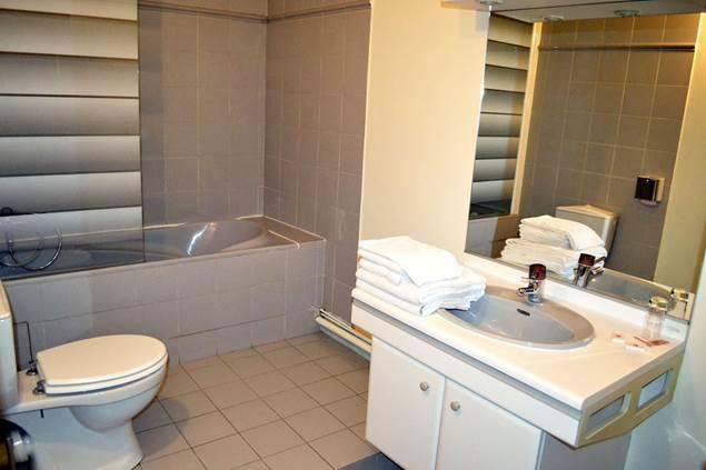 2012 hôtel DES SPORTS salle de bain